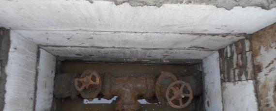 Монтаж новой камеры (в замен разрушенной) на водопроводной сети по ул. Невского у ЦГБ.
